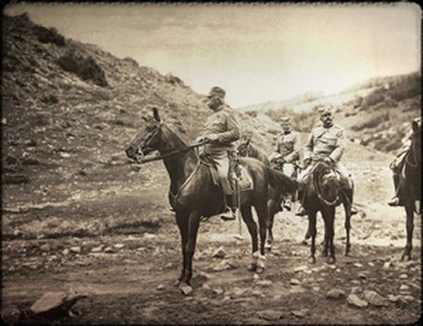 Војислав Живановић (десно) јуна 1913. године обилази границу у околини Пирота са генералом Друге армије Степом Степановићем (лево).